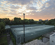 Photo d'architecture - Terrains de tennis, centre des loisirs de la ville de Hampstead - photographe Denis Beaumont